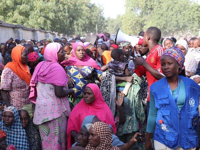 människor vid WFP:s distribution