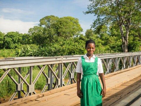 En bro med hopp om återhämtning som ger mat, utbildning och sjukvård.